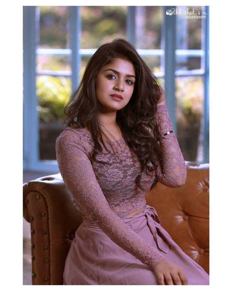 21+ Beautiful Photos of Sanjana Anand 123