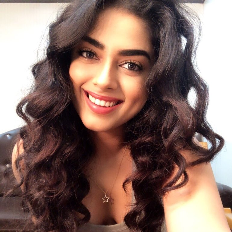 Siddhi Idnani Wiki, Age, Biography, Movies, and Gorgeous Photos 111
