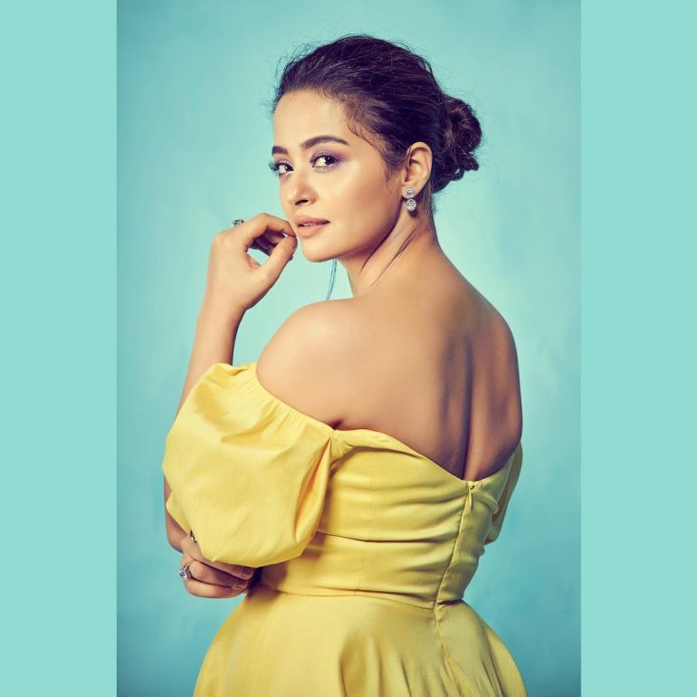 Surveen Chawla Wiki, Age, Biography, Movies, and Stunning Photos 106