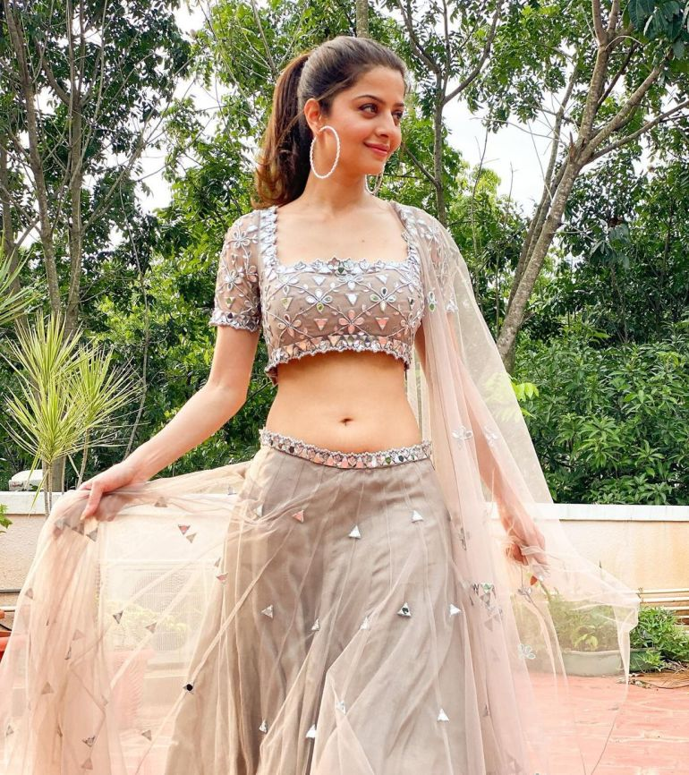 Vedhika Wiki, Age, Biography, Movies, and Gorgeous Photos 117