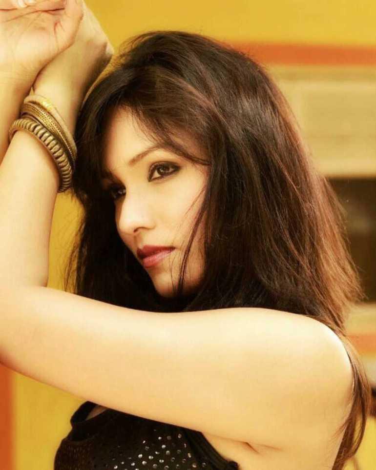 Zoya Rathore Wiki, Age, Bio, Movies, Husband, Height, Web Series, and Beautiful Photos 100