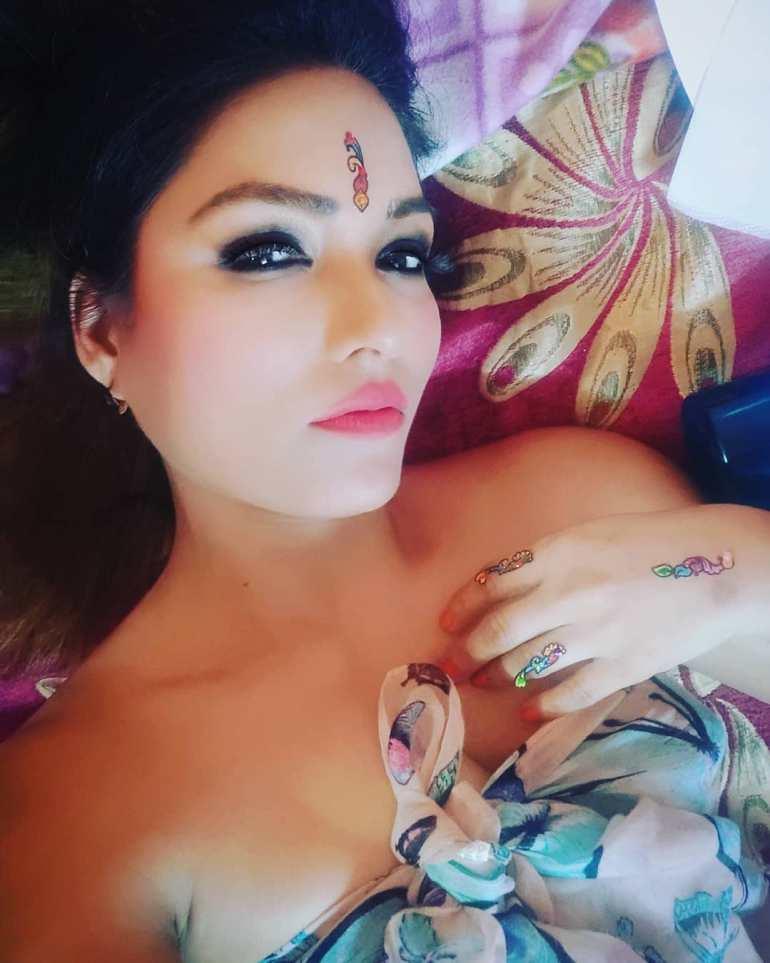 Zoya Rathore Wiki, Age, Bio, Movies, Husband, Height, Web Series, and Beautiful Photos 105