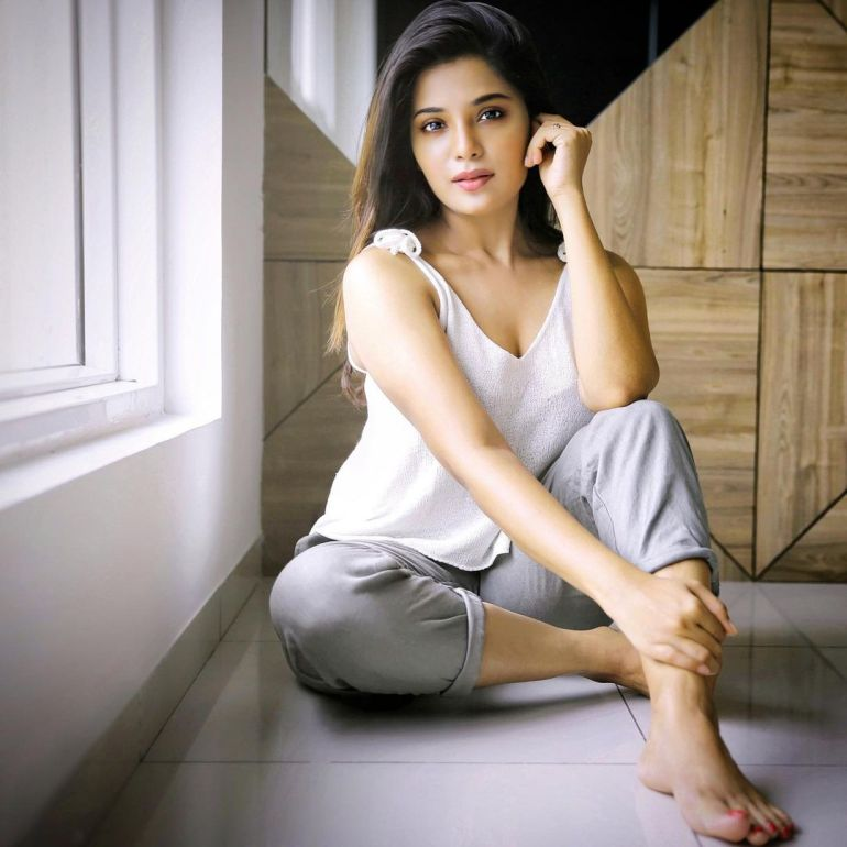 Aathmika Wiki, Age, Biography, Movies, and Stunning Photos 107