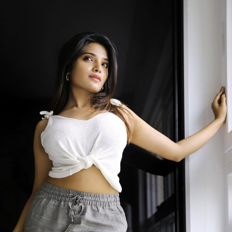 Aathmika Wiki, Age, Biography, Movies, and Stunning Photos 108