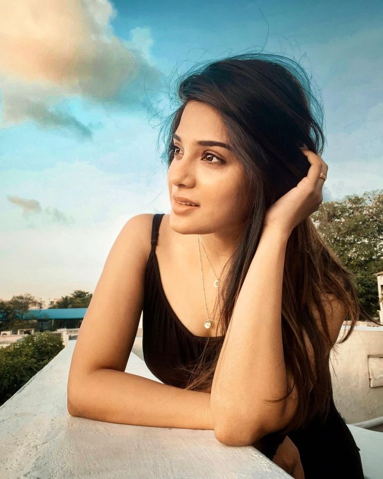 Aathmika Wiki, Age, Biography, Movies, and Stunning Photos 109