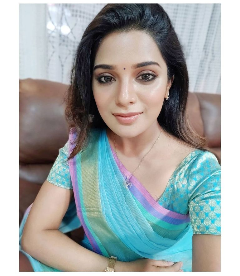 Aathmika Wiki, Age, Biography, Movies, and Stunning Photos 116