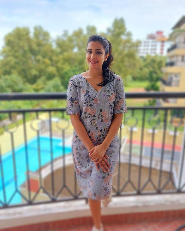 Divya Pillai Wiki, Age, Bio, Movies, Husband, and beautiful Photos 121