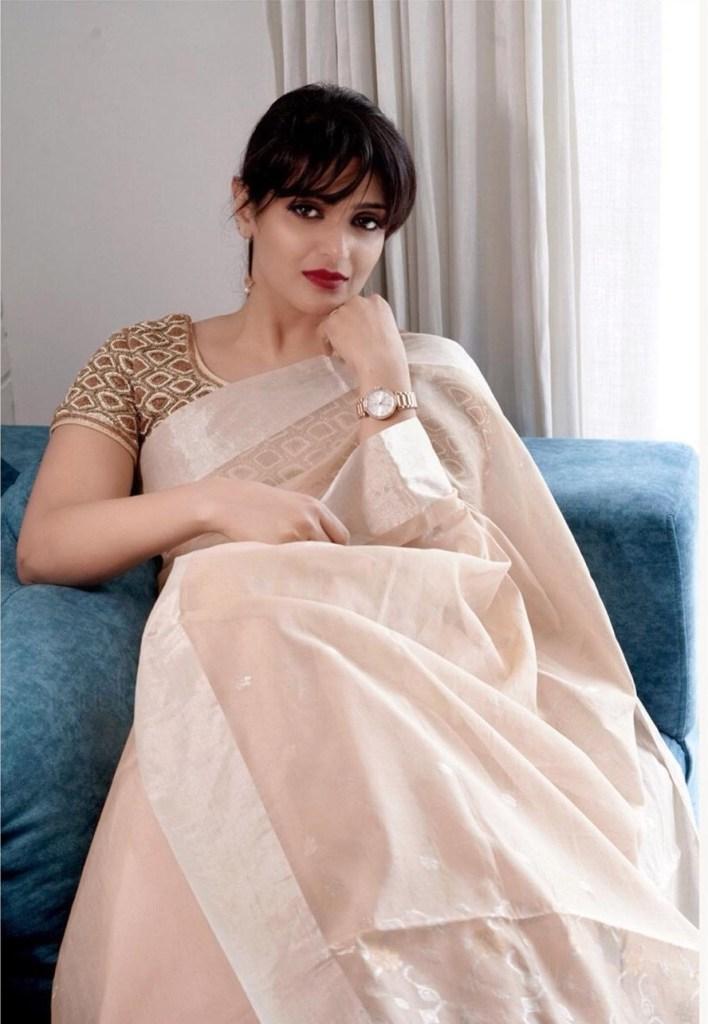 Divya Pillai Wiki, Age, Bio, Movies, Husband, and beautiful Photos 126