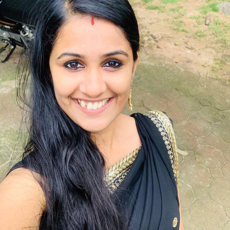 Hima Sumith Wiki/Biography, Age, Husband, TV Shows, and Beautiful Photos 113