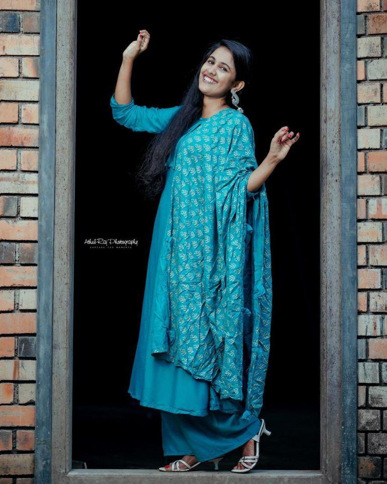 Hima Sumith Wiki/Biography, Age, Husband, TV Shows, and Beautiful Photos 115