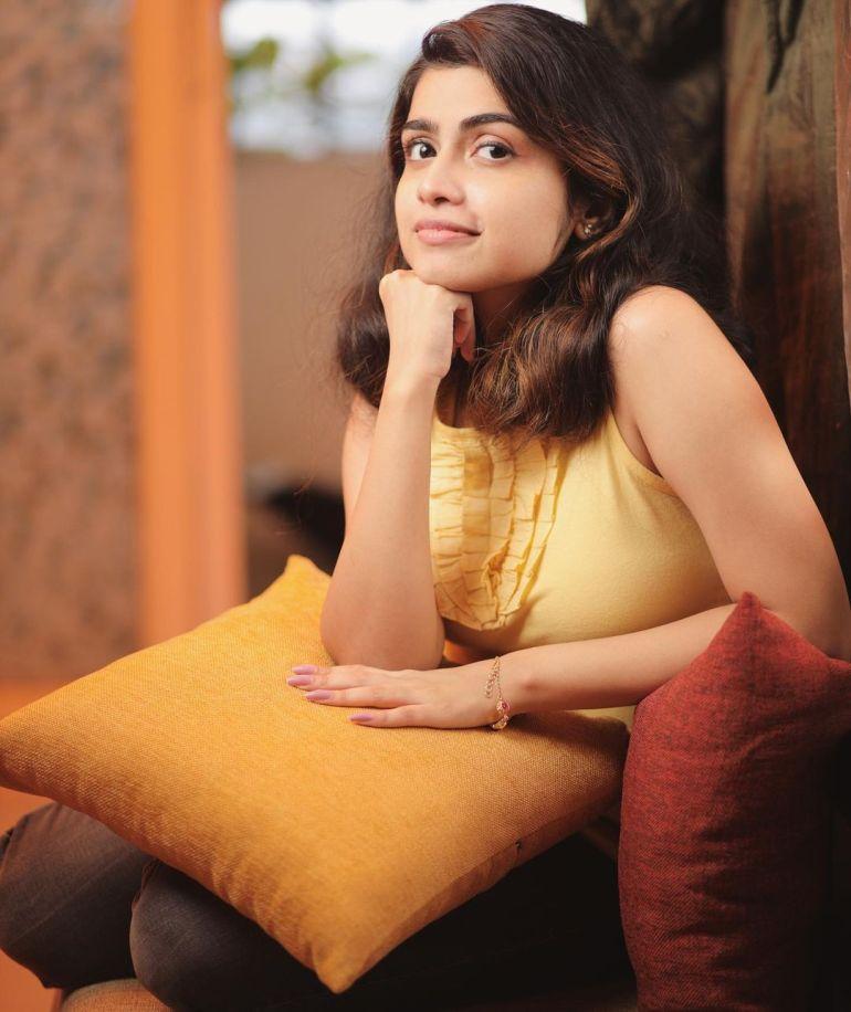Manasa Radhakrishnan Wiki, Age, Biography, Movies, and Beautiful Photos 118