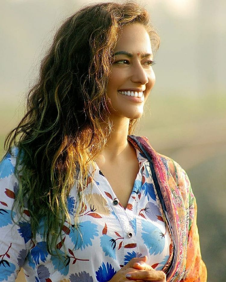 Sanjana Singh Wiki, Age, Biography, Movies, and Beautiful Photos 110