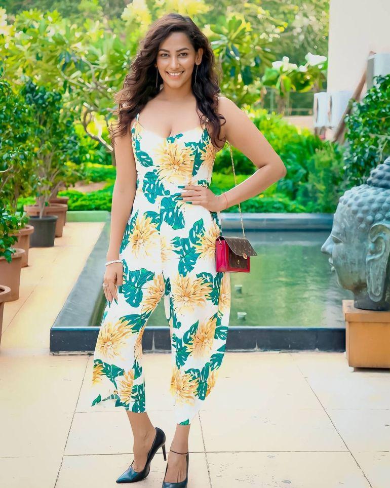 Sanjana Singh Wiki, Age, Biography, Movies, and Beautiful Photos 118