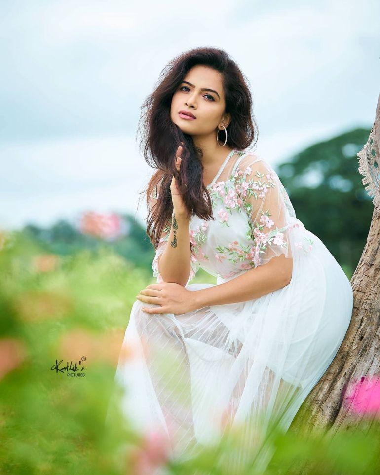 Siri Prahlad Wiki, Age, Biography, Movies, and Gorgeous Photos 120