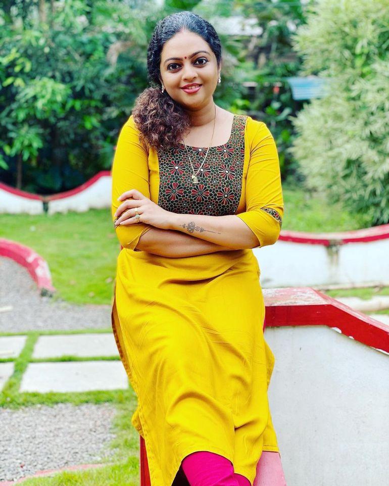 Aswathy Sreekanth Wiki, Age, Biography, Movies, Serial, and Beautiful Photos 130