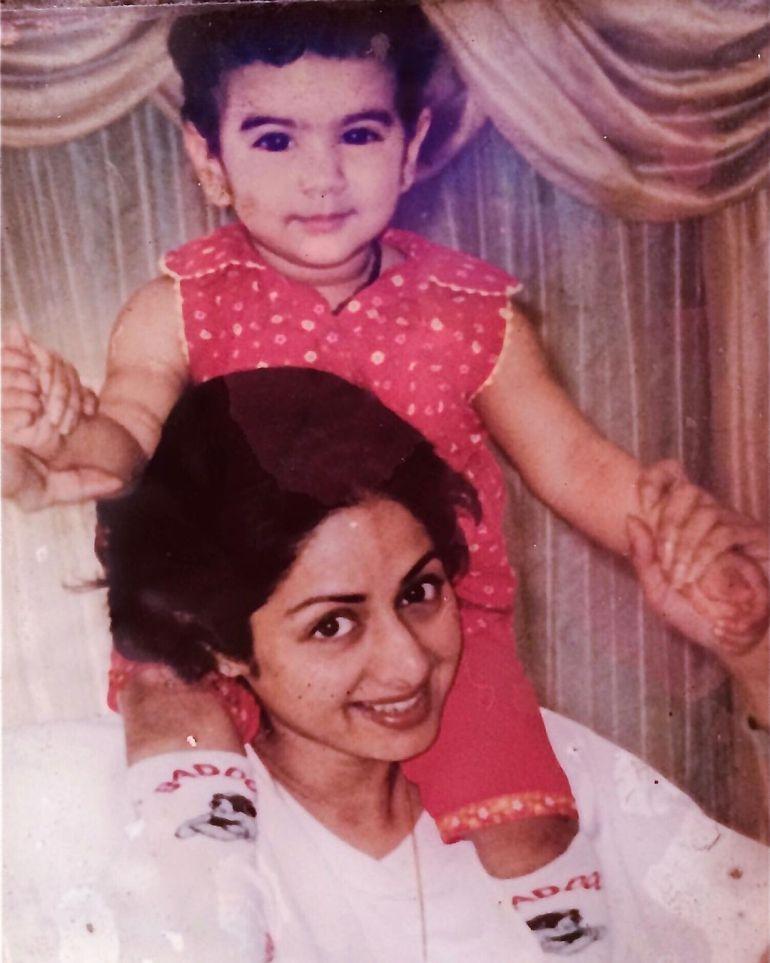 Khushi Kapoor Bio, Age, Wiki, Height, Web Series, and beautiful Photos 114