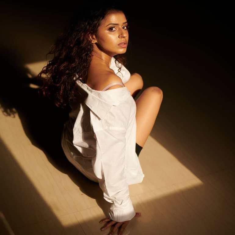Meenakshi Raveendran Wiki, Age, Biography, Movies, and Beautiful Photos 112