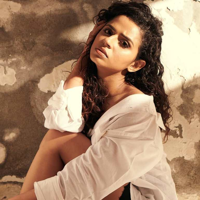 Meenakshi Raveendran Wiki, Age, Biography, Movies, and Beautiful Photos 114
