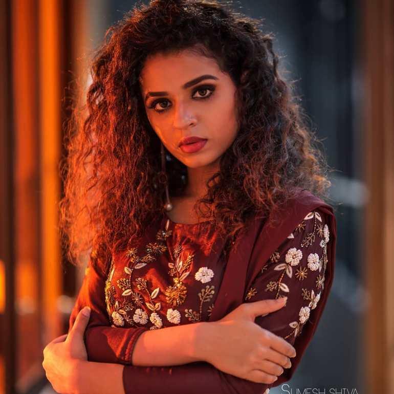 Meenakshi Raveendran Wiki, Age, Biography, Movies, and Beautiful Photos 115