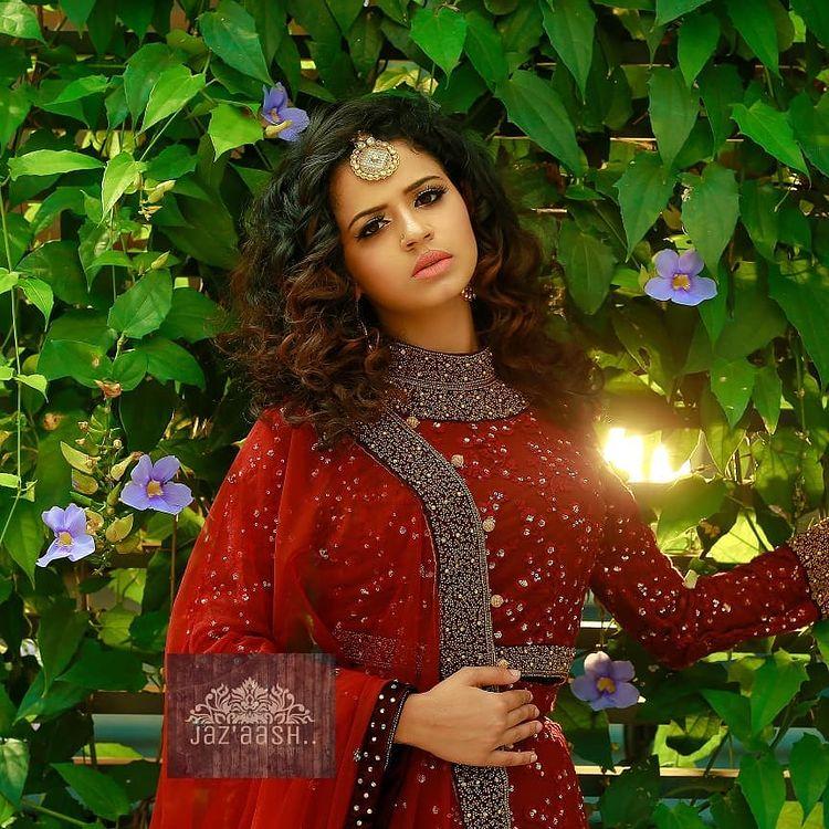 Meenakshi Raveendran Wiki, Age, Biography, Movies, and Beautiful Photos 100