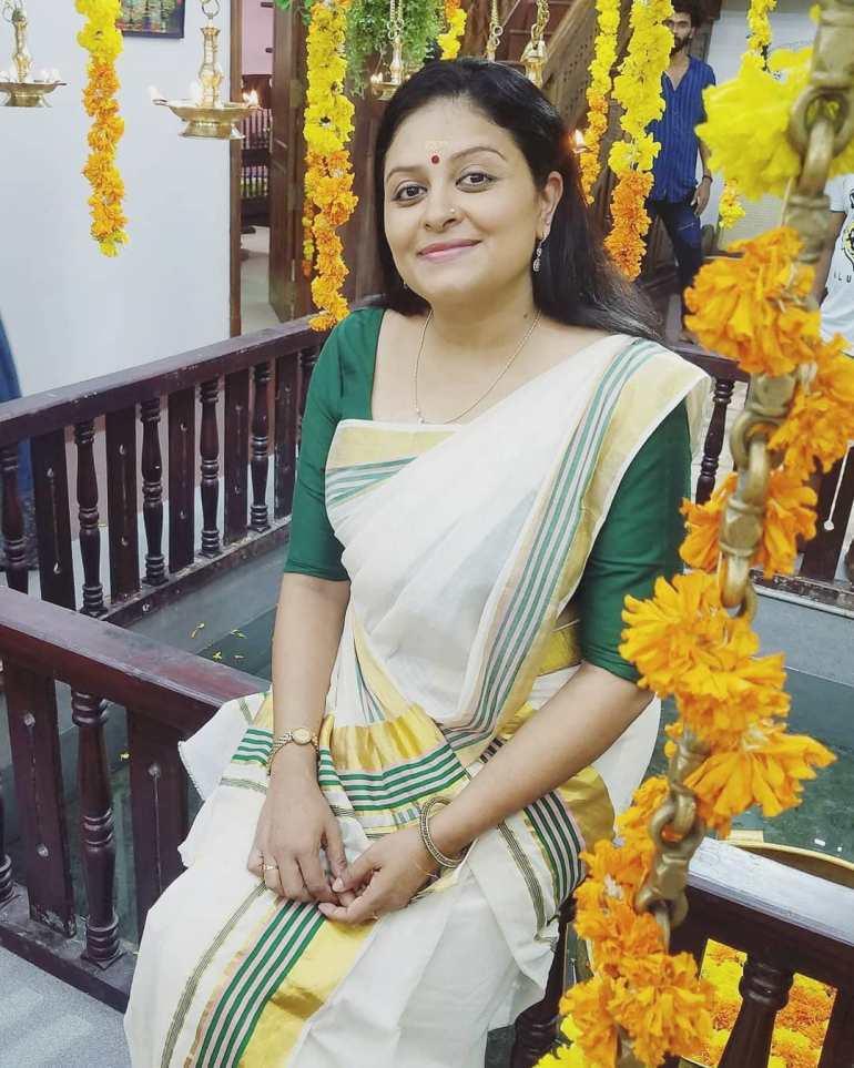 Sabitta George ( Chakkapazham Serial fame) Wiki, Age, Biography, Serial, Movies, and 27+ Beautiful Photos 112