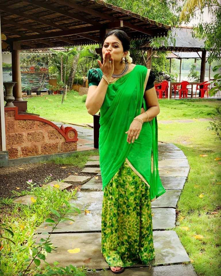 Sabitta George ( Chakkapazham Serial fame) Wiki, Age, Biography, Serial, Movies, and 27+ Beautiful Photos 113