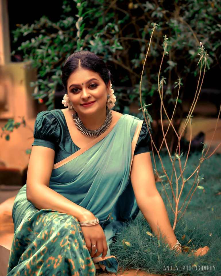 Sabitta George ( Chakkapazham Serial fame) Wiki, Age, Biography, Serial, Movies, and 27+ Beautiful Photos 114