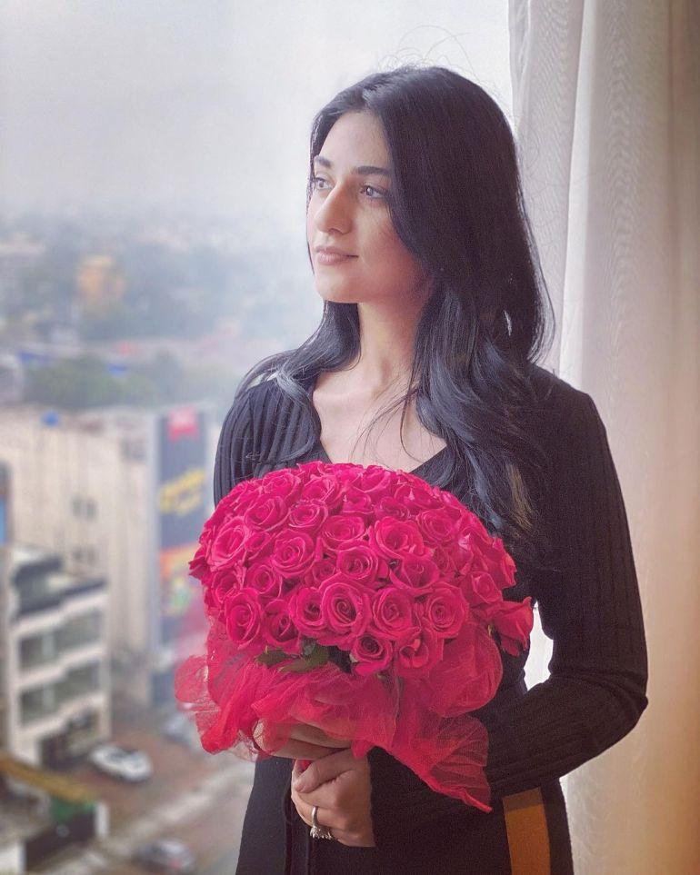 Sarah Khan (Pakistani Actress) Wiki, Age, Biography, Movies, and 21+ Gorgeous Photos 111