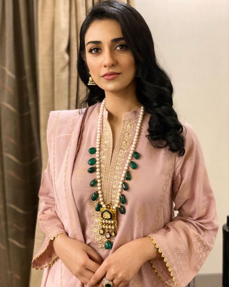 Sarah Khan (Pakistani Actress) Wiki, Age, Biography, Movies, and 21+ Gorgeous Photos 118
