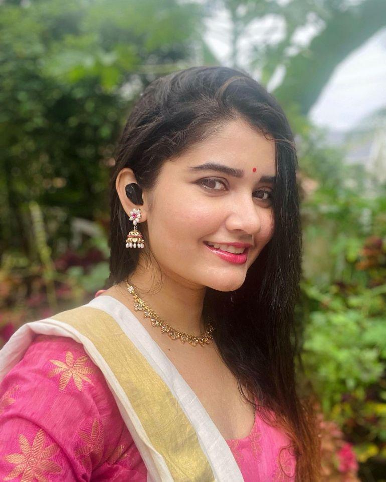 Aiswarya Unni Wiki, Age, Biography, Movies and Beautiful Photos 117