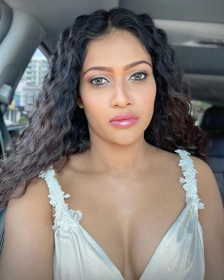 Chulakshi Ranathunga Wiki, Age, Biography, Movies, and 24+ Gorgeous Photos 115