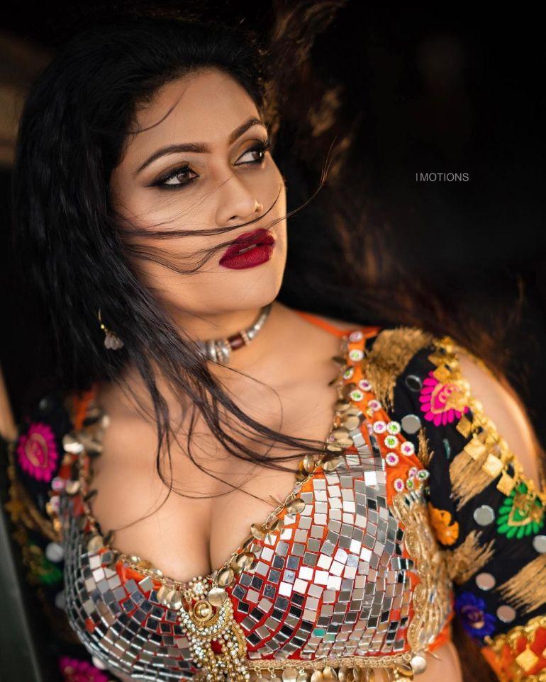 Chulakshi Ranathunga Wiki, Age, Biography, Movies, and 24+ Gorgeous Photos 121