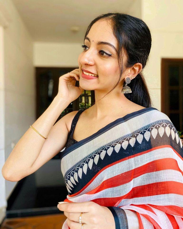 Ishaani Krishna Wiki, Age, Biography, Movies, and 18 + Beautiful Photos 116