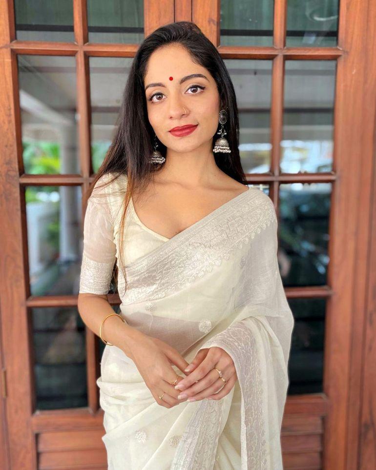 Ishaani Krishna Wiki, Age, Biography, Movies, and 18 + Beautiful Photos 99