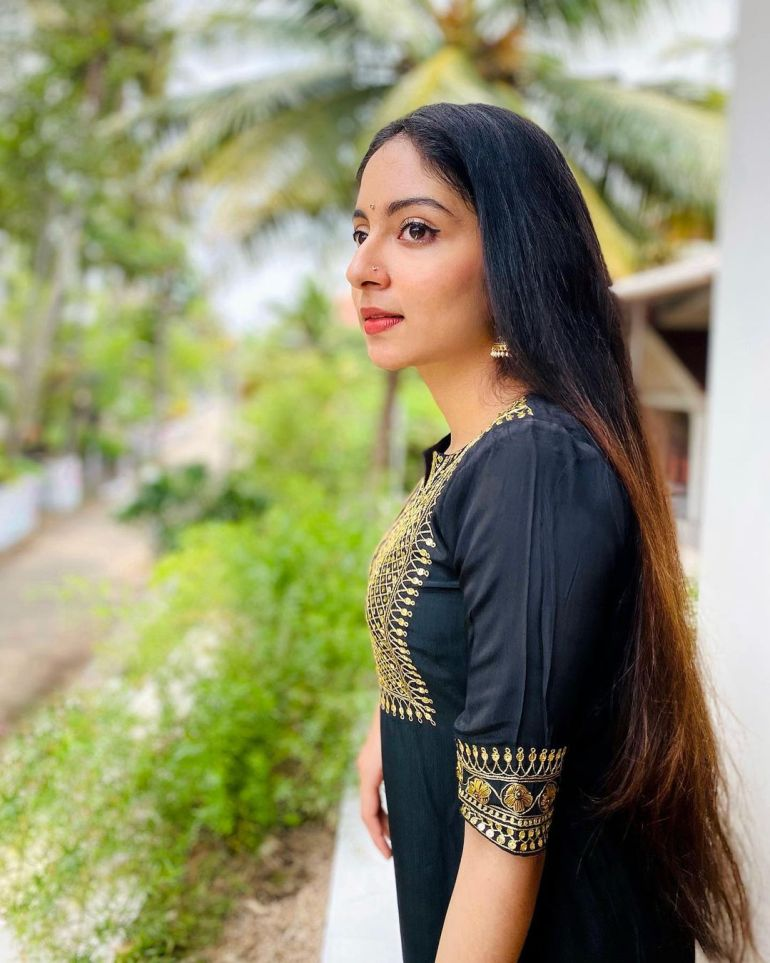 Ishaani Krishna Wiki, Age, Biography, Movies, and 18 + Beautiful Photos 101