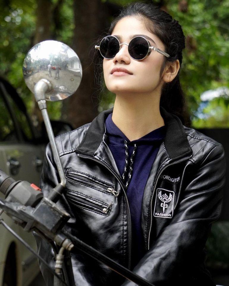 Jasnya Jayadeesh Wiki, Age, Biography, Net worth, and 18 + Beautiful Photos 111