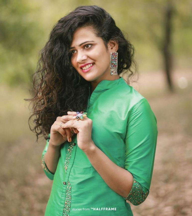 Nayana Variyath Wiki, Age, Biography, Net worth, and 18 + Beautiful Photos 112