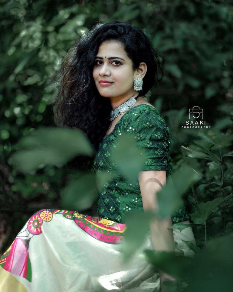 Nayana Variyath Wiki, Age, Biography, Net worth, and 18 + Beautiful Photos 113