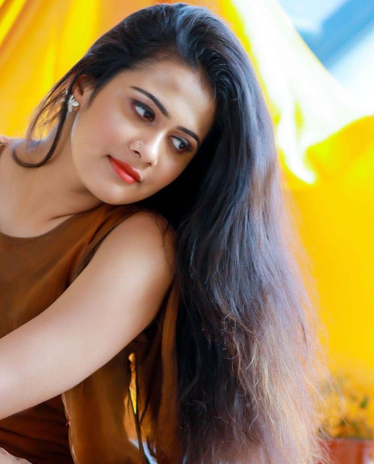 Nayana Variyath Wiki, Age, Biography, Net worth, and 18 + Beautiful Photos 101