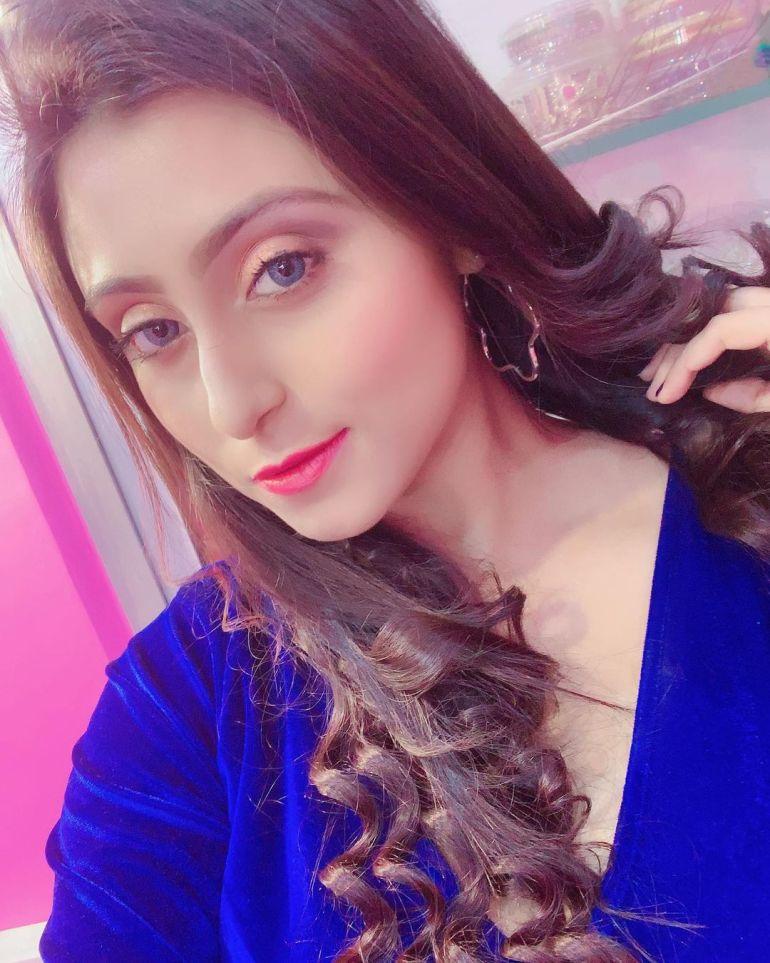 Bengali Model Priya Chakraborty Wiki, Age, Biography, Movies, and 36+ Beautiful Photos 122