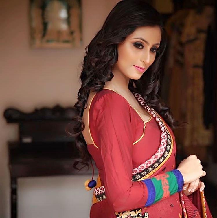 Bengali Model Priya Chakraborty Wiki, Age, Biography, Movies, and 36+ Beautiful Photos 108