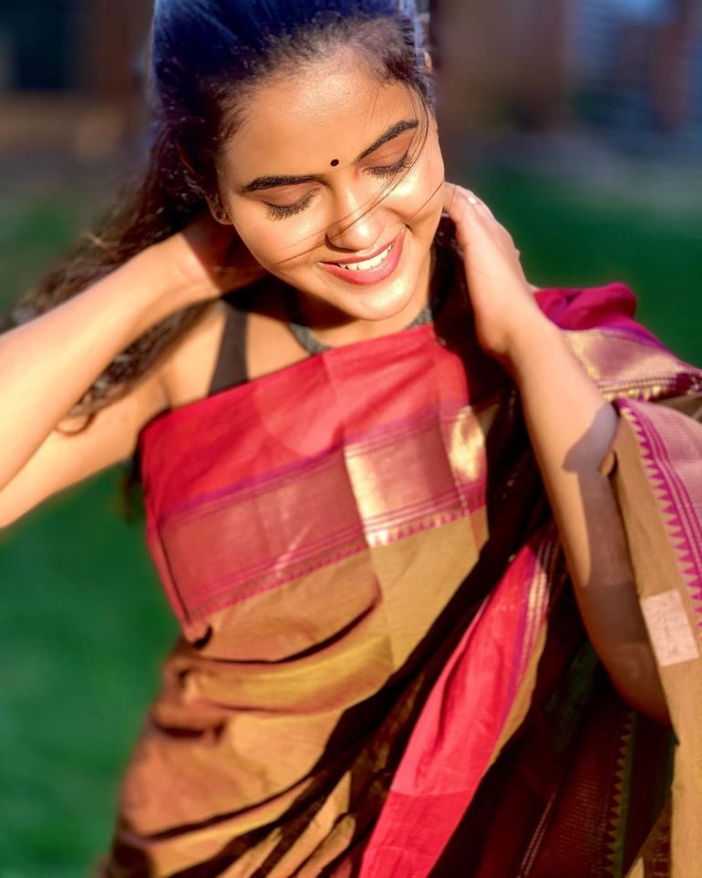 Chaitra Reddy Wiki, Age, Biography, Movies, and 24+ Beautiful Photos 119