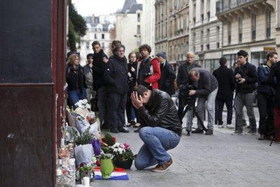 Em França choram-se mais de uma centena de mortos