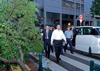 Chefe do Executivo à chegada ao serviço de protecção civil. Foto: GCS