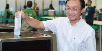 Alexis Tam votou esta manhã na Taipa. Foto: GCS