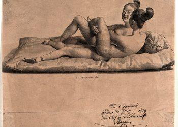 Duas jovens com pés de lótus repousam juntas num colchão. Litografia de Mauzaisse. Iconographic Collections