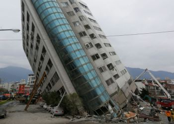 Rescue workers are seen by a damaged building after an earthquake hit Hualien, Taiwan February 7, 2018.  REUTERS/Stringer  ATTENTION EDITORS - THIS IMAGE WAS PROVIDED BY A THIRD PARTY. CHINA OUT.