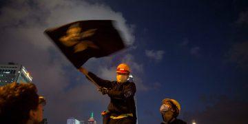 Cerca de dois milhões de pessoas manifestaram-se ontem em Hong Kong pelo total exclusão da lei da extradição do debate político.  Fotografia: Sofia Mota