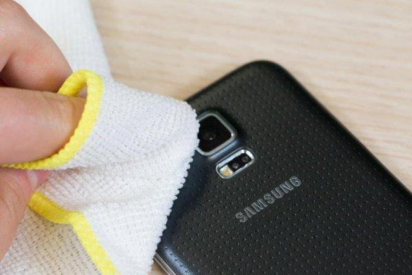 Nosso celular é um dos objetos mais sujos que manejamos. Apoiamos ele em  diversos lugares 81ff549c30e0