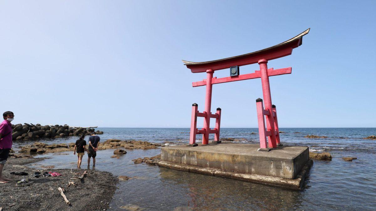 海の上の鳥居/初山別村の金毘羅神社より/のほほん北海道